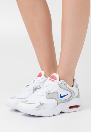 AIR MAX 2X - Sneakers - white/racer blue/metallic silver/bright crimson/flash crimson