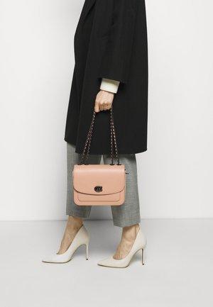 REFINED MADISON SHOULDER BAG - Sac bandoulière - faded blush