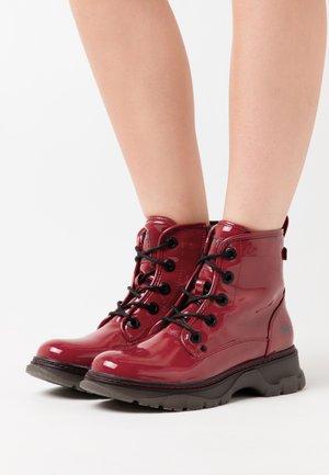 Kotníkové boty na platformě - rot