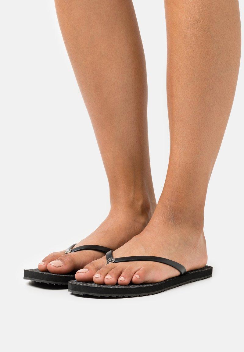 MICHAEL Michael Kors - JINX  - Sandály s odděleným palcem - black