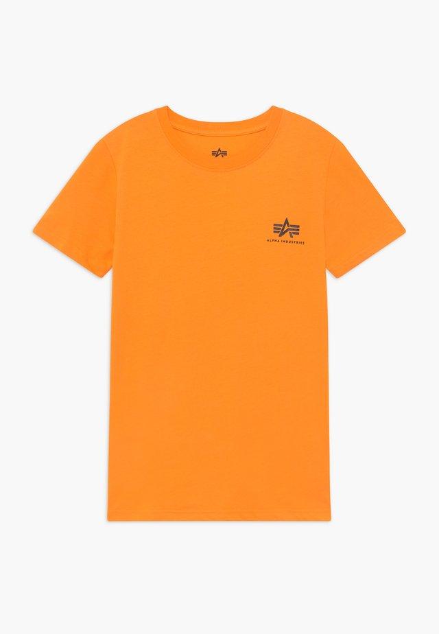 BASIC SMALL LOGO - T-shirt basique - alpha orange