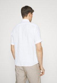 Marc O'Polo - BUTTON DOWN SHORT SLEEVE - Skjorta - white - 2