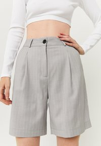 TALLY WEiJL - HIGH WAIST BERMUDA - Shorts - grey - 3