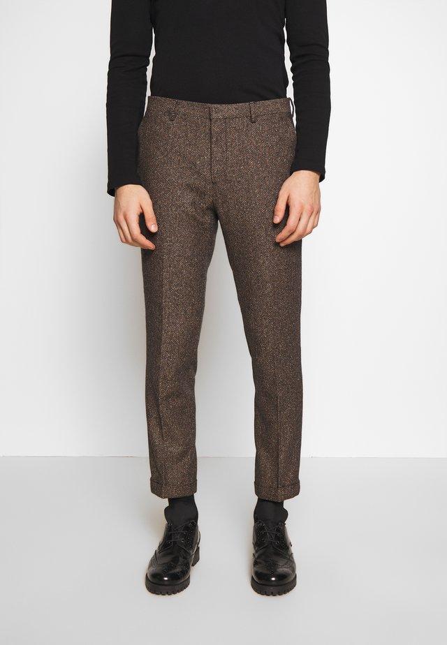 BARAH TROUSER - Spodnie materiałowe - brown