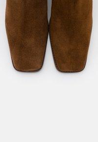 Jonak - BERGAMOTE - Classic ankle boots - cognac - 5