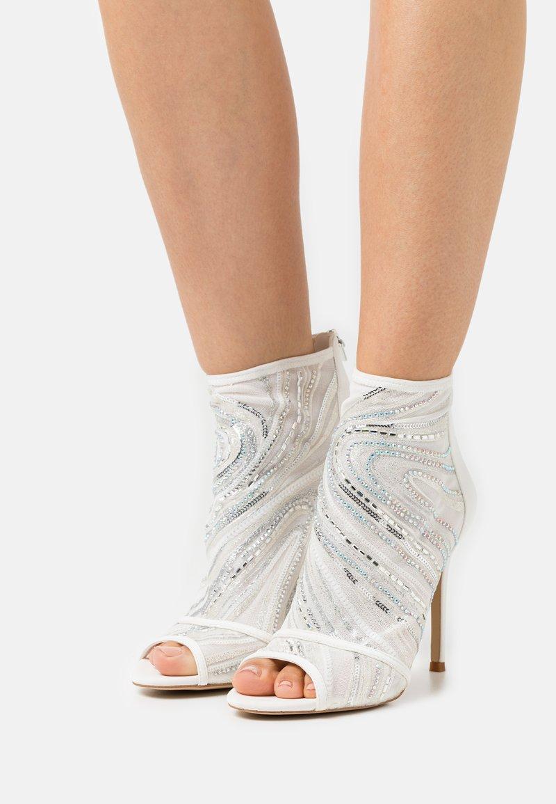 ALDO - ABENDANI - Varrelliset sandaalit - white