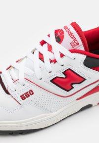 New Balance - 550 UNISEX - Matalavartiset tennarit - white/red - 7