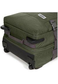 Eastpak - TRANVERZ M - Wheeled suitcase - graded jungle - 4