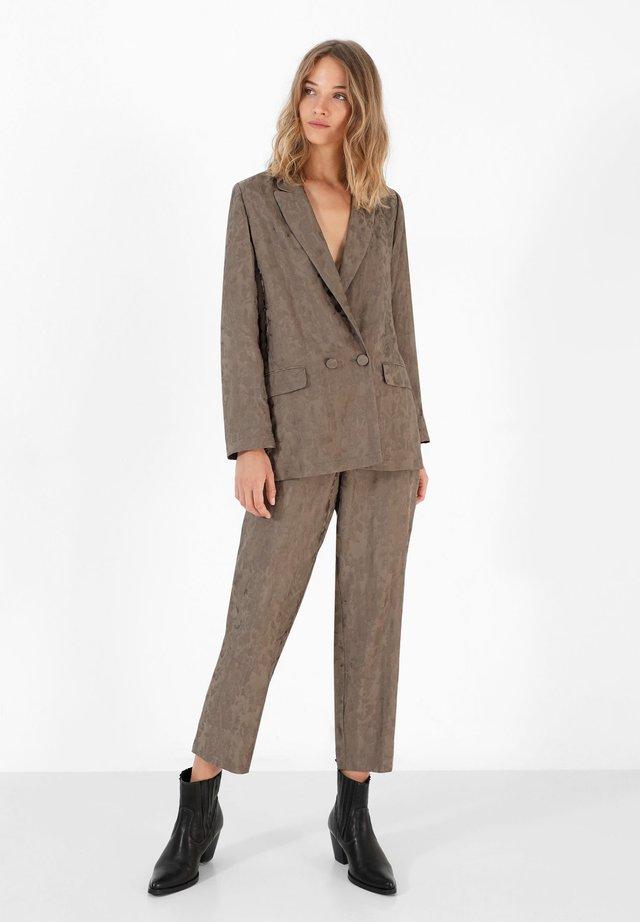 CAMOU - Pantalones - khaki