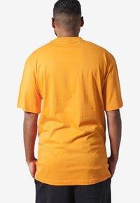 Urban Classics - Basic T-shirt - orange - 1