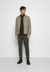 Ben Sherman - SIGNATURE OXFORD  - Overhemd - barely black - 1