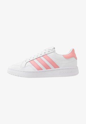 TEAM COURT  - Baskets basses - footwear white/glow pink/core black