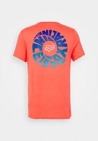 Fox Racing - REVOLVER POCKET TEE - Print T-shirt - atomic punch - 1