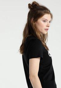 adidas Performance - ESSENTIALS SPORTS SLIM SHORT SLEEVE TEE - T-shirt print - black/white - 3