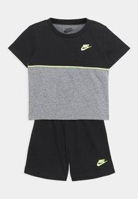 Nike Sportswear - COLOR BLOCKED SET UNISEX - Tepláková souprava - black - 0