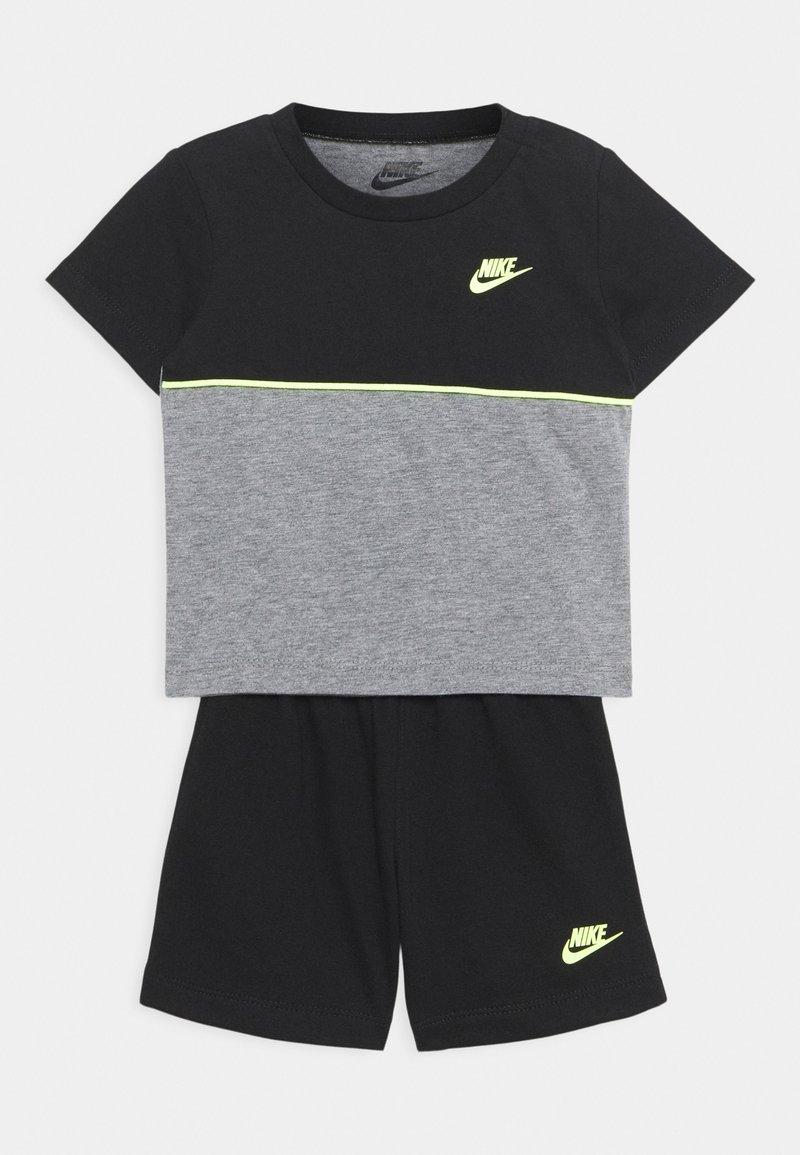 Nike Sportswear - COLOR BLOCKED SET UNISEX - Tepláková souprava - black