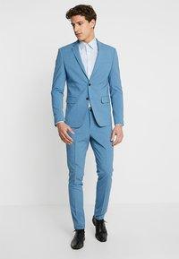 Lindbergh - Kostym - sky blue - 1