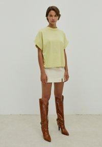 EDITED - VALENTINA - Basic T-shirt - grün - 2