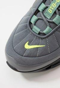 Nike Sportswear - MX-720-818 FOA - Sneakersy niskie - black/grey/volt - 5