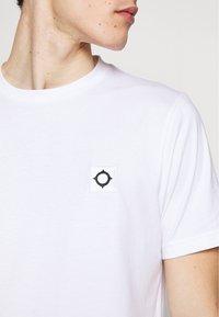 Ma.strum - ICON TEE - Basic T-shirt - optic white - 4