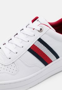 Tommy Hilfiger - BASKET CUPSOLE  - Zapatillas - white - 5