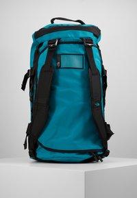 The North Face - BASE CAMP DUFFEL M UNISEX - Sports bag - fanfare green/black - 7