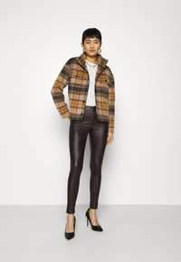 Dorothy Perkins - COATED FRANKIE - Trousers - berry - 1