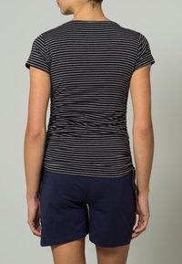 JoJo Maman Bébé - GATHERED - Print T-shirt - black grey stripe - 3