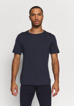 SPHERE TEE - Jednoduché triko - midnight navy