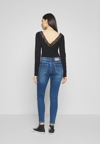 PIECES Tall - PCKAMELIA ANKLE - Jeansy Skinny Fit - medium blue denim - 2