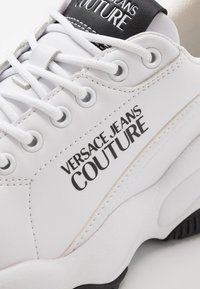 Versace Jeans Couture - CHUNKY SOLE - Trainers - bianco ottico - 2