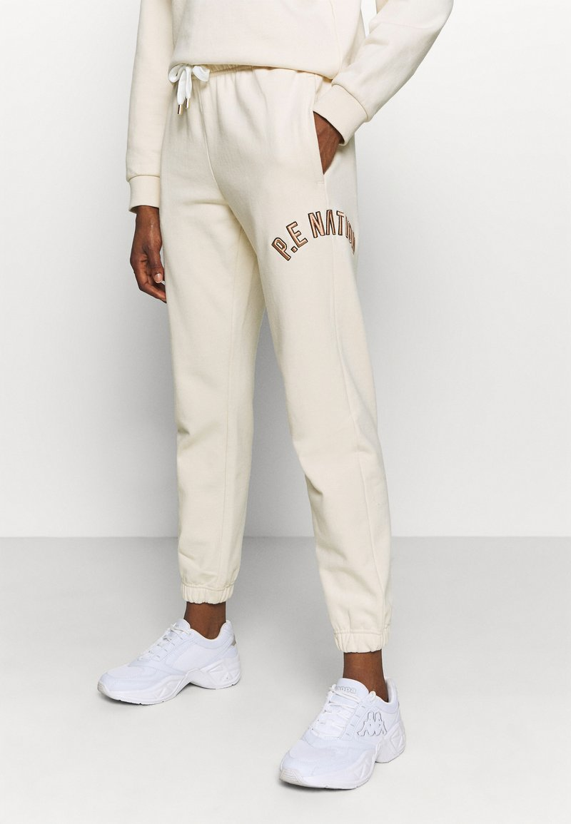 P.E Nation - DROP SHOT TRACK PANT - Tracksuit bottoms - pearled ivory
