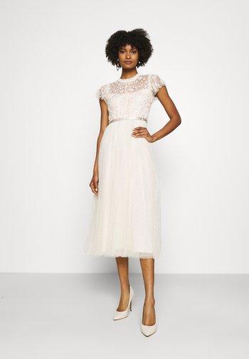 GISELLE BALLERINA DRESS EXCLUSIVE - Společenské šaty - champagne/pink