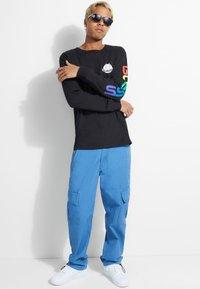 Guess - Maglietta a manica lunga - schwarz - 1