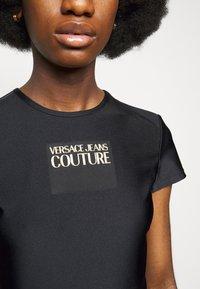 Versace Jeans Couture - LADY - Triko spotiskem - black - 4