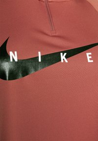 Nike Performance - RUN MIDLAYER PLUS - Sports shirt - canyon rust/black - 2
