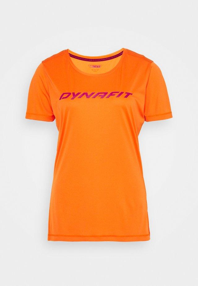 TRAVERSE TEE - T-shirt imprimé - ibis