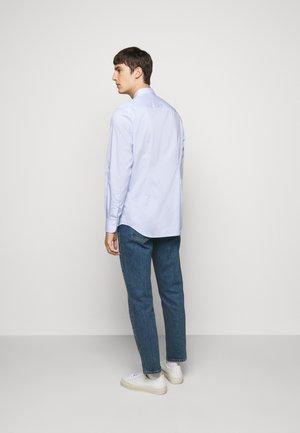 DANIEL NON-IRON - Formal shirt - ice flow