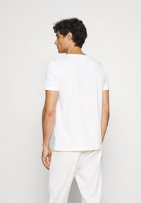 Tommy Hilfiger - LINES TEE - Print T-shirt - white - 2