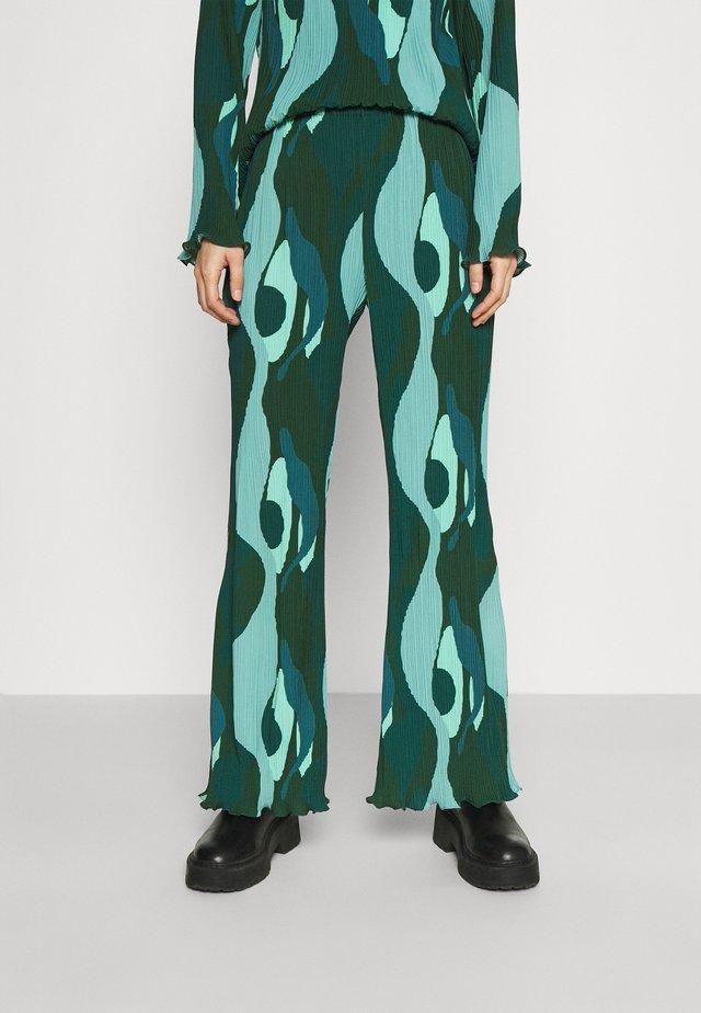 SWIRL SMUDGE PLISSE TROUSER - Pantaloni - teal