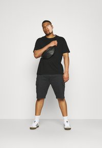 INDICODE JEANS - ATHLONE PLUS - Shorts - black - 1
