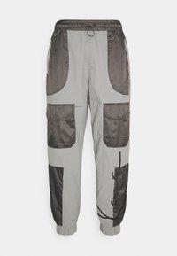 Karl Kani - SIGNATURE BLOCK TRACKPANTS - Spodnie treningowe - grey - 0