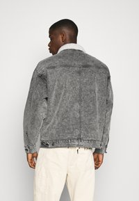 Levi's® - MODERN TYPE 2 TRUCKER - Cowboyjakker - grey denim - 2