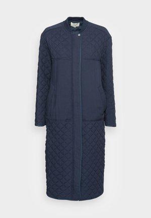 LONG LOOSE QUILT COAT - Classic coat - dark sapphire