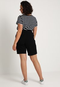 Zizzi - ABOVE KNEE - Shorts - black - 2