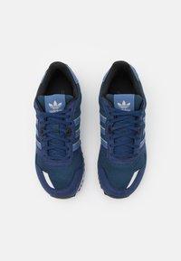 adidas Originals - ZX 700 UNISEX - Sneakers - crew navy/crew blue/dark blue - 3