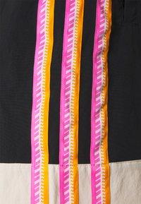 adidas Originals - TAPED UNISEX - Shorts - black - 6