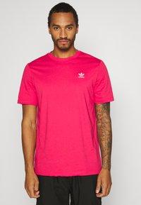 adidas Originals - ESSENTIAL TEE UNISEX - Basic T-shirt - powpnk - 0