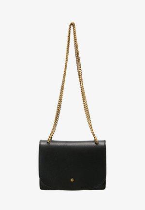 CHAIN XBODY - Across body bag - true black
