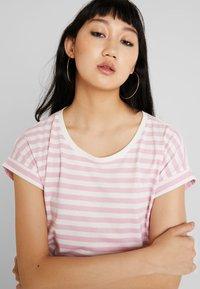 Vila - VIDREAMERS PURE  - Print T-shirt - begonia pink/snow white - 3